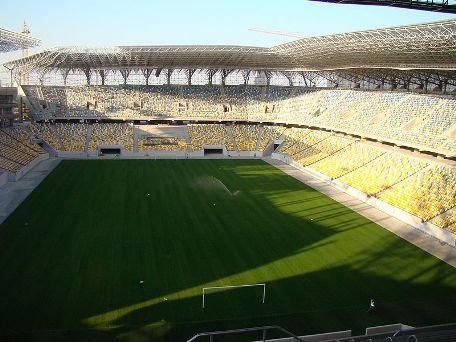 Le stade arena lviv b nin football for Interieur u arena