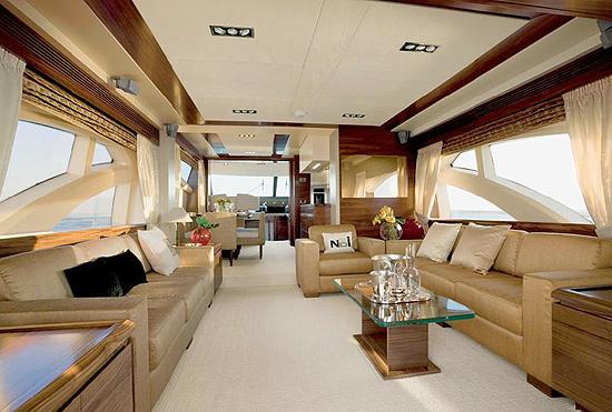 Le yacht de neymar un bijou de 7 millions d euro b nin for Interieur yacht