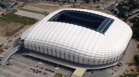 Euro 2012 le stade municipal de poznan b nin football for Le stade du miroir
